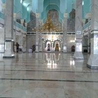 Photo prise au Masjid Al Munawar par Rahmawati F. le11/18/2012