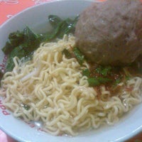 Photo taken at Mie Ayam Baso Jabrig by Silvia C. on 12/11/2012