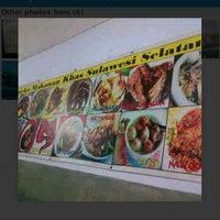 Photo taken at Warung Makassar Daeng Rudy by Akhmad S. on 7/26/2014