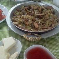 12/9/2012 tarihinde Gülüm Ö.ziyaretçi tarafından Halil'in Yeri Burak Restaurant'de çekilen fotoğraf