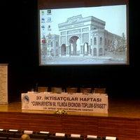 3/26/2013にElif Y.がİstanbul Üniversitesi Kongre Kültür Merkeziで撮った写真