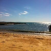 Foto tirada no(a) Praia da Tartaruga por Lilian M. em 7/14/2013