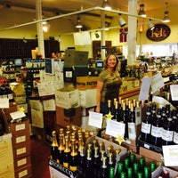 Foto scattata a K&L Wine Merchants da Matthew H. il 3/28/2015