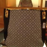 Das Foto wurde bei Louis Vuitton von Judith R. am 2/9/2013 aufgenommen