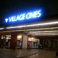 Foto scattata a Village Cines da María B. il 1/23/2013