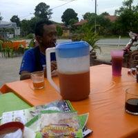 Photo taken at Kedai Mek (YINAVIN Seafood) by Mohd Seth S. on 2/17/2013