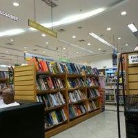 Foto tirada no(a) Saraiva MegaStore por Gilberto T. em 12/2/2012
