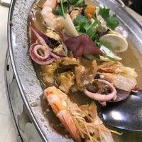 Photo taken at Restoran 9888 (发记海鲜楼) by Edwin Y. on 5/10/2017