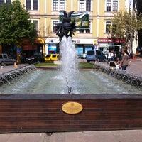 5/2/2013 tarihinde Orhanziyaretçi tarafından Atatürk Meydanı'de çekilen fotoğraf