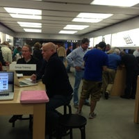 Photo taken at Apple Oxmoor by Shanshan Z. on 11/19/2012