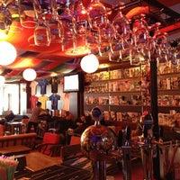 11/15/2012 tarihinde Hüsnü Y.ziyaretçi tarafından Hangover Cafe & Bar'de çekilen fotoğraf