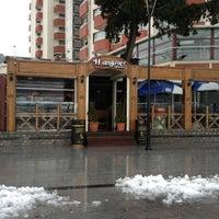 1/27/2013 tarihinde Hüsnü Y.ziyaretçi tarafından Hangover Cafe & Bar'de çekilen fotoğraf
