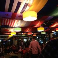 3/6/2013 tarihinde Hüsnü Y.ziyaretçi tarafından Hangover Cafe & Bar'de çekilen fotoğraf