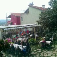 3/17/2013 tarihinde Fewziziyaretçi tarafından Zeytindalı Kahvaltı Evi'de çekilen fotoğraf