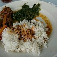 Photo taken at Restoran Anjung Merah by Nurul S. on 12/9/2016