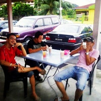 Photo taken at Zam Nasi Lemak by Izzat .. on 2/15/2013