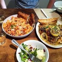 Das Foto wurde bei Gio's Chicken Amalfitano von Britt L. am 5/27/2013 aufgenommen
