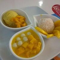Photo taken at 許留山 Hui Lau Shan Healthy Dessert by €аямзи™♣ on 2/15/2013