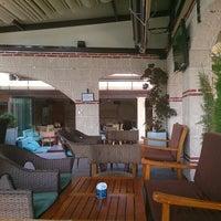 Das Foto wurde bei Kafes Cafe & Nargile von Monica O. am 8/8/2013 aufgenommen