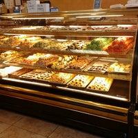 Снимок сделан в Freed's Bakery пользователем Ildefonso O. 5/12/2013
