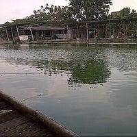Photo taken at Pemancingan Pak Zul by ARYA on 5/12/2013