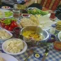 Foto tirada no(a) Çakırlar Köy Kahvaltısı por Özlem E. em 5/30/2013