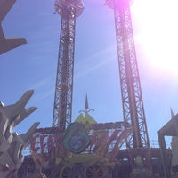 Photo taken at Doctor Doom's Fear Fall by Thiago K Dutra on 2/8/2013