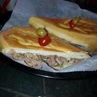 Foto tomada en Cubabana's Cafe por Ricardo G. el 5/14/2014