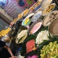 Photo taken at ร้านขนมนกน้อย แม่หลาย (เจ้าเก่า) by Sureeporn T. on 8/13/2017
