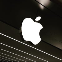 Photo taken at Apple Morumbi by Sílvio B. on 5/13/2015