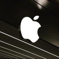 Photo taken at Apple Morumbi by Sílvio B. on 5/13/2015