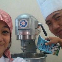 Photo taken at Restoran Pakuan Akademi Pariwisata Siliwangi by Riesya R. on 11/28/2012