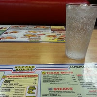 Photo taken at Waffle House by 💥BAM-IT💥 on 9/17/2013