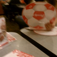 Foto tirada no(a) Friendly's por Niya M. em 10/11/2012