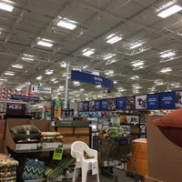 Photo taken at Lowe's Home Improvement by Laura L. on 8/5/2016