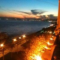12/8/2012 tarihinde Zagor A.ziyaretçi tarafından Tuğra Restaurant & Lounge'de çekilen fotoğraf