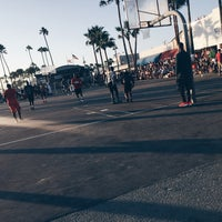 Photo taken at Venice Beach Basketball Courts by Christopher on 8/14/2016