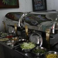 Foto tomada en Sol de la India - Gourmet Vegetariano- por Ganges, Boutique Hindu y Yoga Center el 11/16/2012