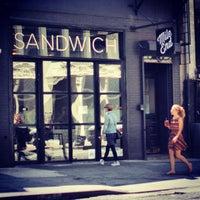 รูปภาพถ่ายที่ Mile End Delicatessen โดย Evan H. เมื่อ 6/4/2013