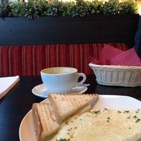Снимок сделан в Traveler's Coffee пользователем Юрий 11/19/2013