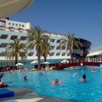 Photo taken at Queen Elizabeth Elite Suite Hotel by Oğuz Doğan Ç. on 5/6/2013