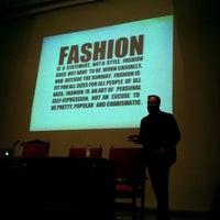 Foto tomada en Escuela Universitaria de Estudios Empresariales (UCM) por Jimena M. el 12/15/2012