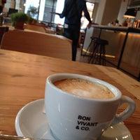 Foto tomada en Bon Vivant & Co. por Jimena M. el 11/18/2013