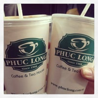 Photo taken at Phúc Long Coffee & Tea Express Mac Thi Buoi by Chris H. on 1/17/2013