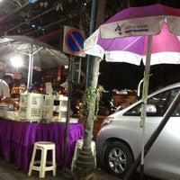 Photo taken at Steak ลุงหนวด ซอยประดิพัทธิ์ 18 by นู๋น้ำ ห. on 11/30/2012