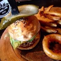 Photo prise au Rock Me Burger & Bar par poppyy_ le8/15/2015