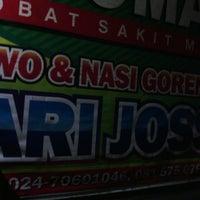 Photo taken at Nasgor & Mie Jowo Sapari Joss by Didin R. on 3/9/2013
