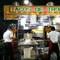 Foto scattata a Leo's Taco Truck da Shawn T. il 8/26/2017