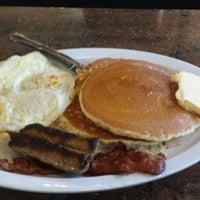 Photo taken at Boys Burger by Ranon P. on 5/10/2014