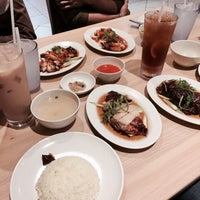 Photo taken at The Chicken Rice Shop by Tyhahaaa on 6/9/2017